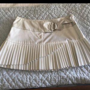 Gilber Gilmore White Pleated skirt size 2